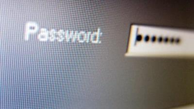 védelmet biztosító szoftver beállításait minden esetben védje egyedi, erős jelszóval
