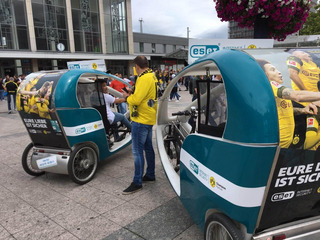 Spectators were transported from Dortmund's main train station to the stadium by ESET cycle rickshaws free of charge and completely CO2-free.